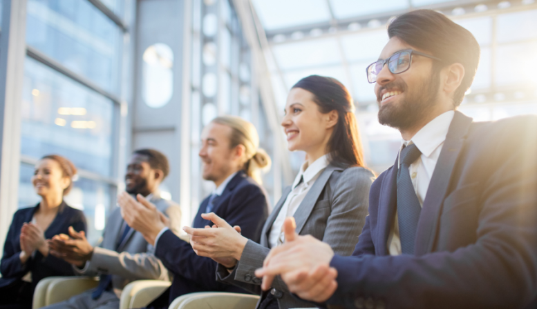 How to organize a successful event with speakers for brand reputation