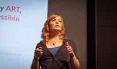 Sara on stage at Social Media 301 in Bellevue, WA
